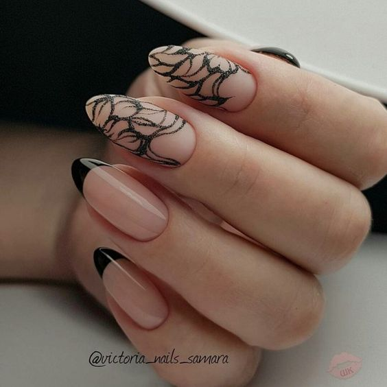 Beżowe paznokcie z frenchem