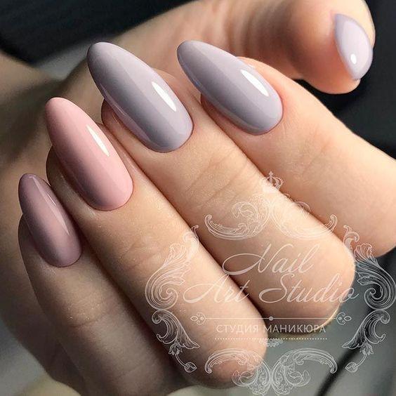 Beżowo różowe paznokcie