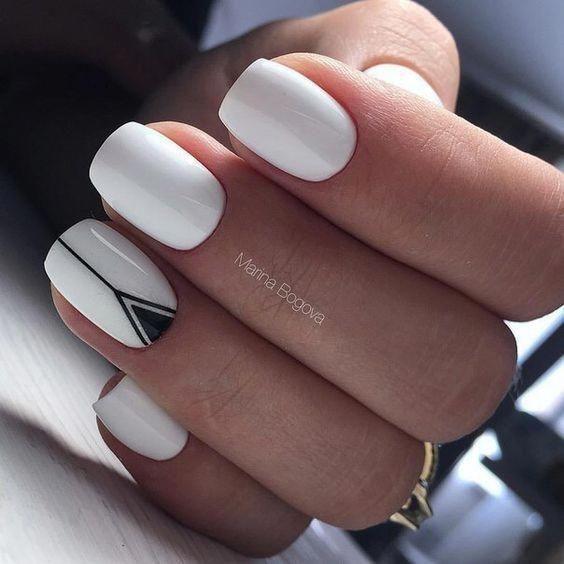 Białe paznokcie z geometrycznymi wzorami
