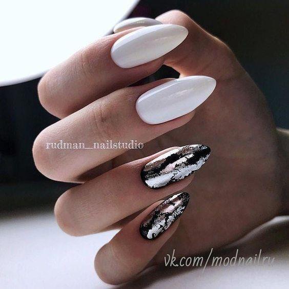 Biało czarne paznokcie