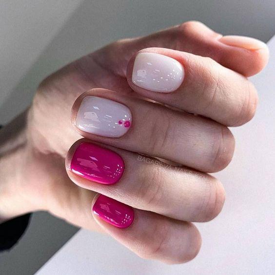 Biało różowe paznokcie