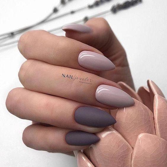 Ciemnobeżowe paznokcie