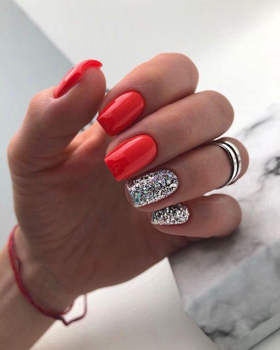 Czerwono srebrne paznokcie