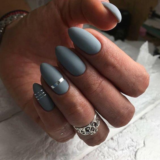 Eleganckie szare paznokcie
