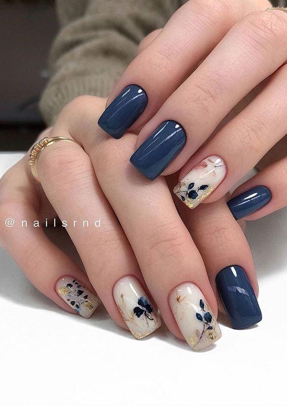 Granatowe paznokcie z wzorkami
