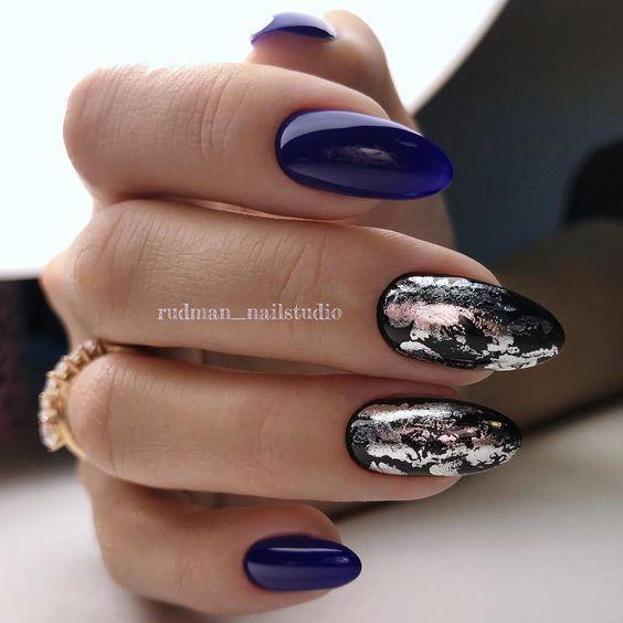 Granatowo srebrne paznokcie