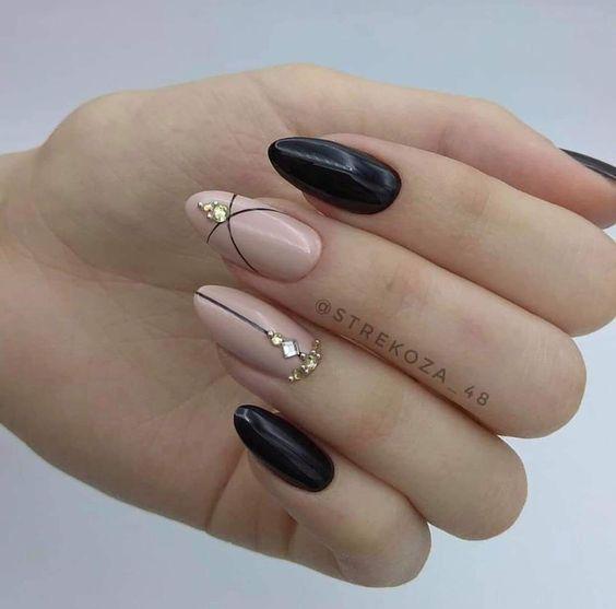 Kremowo czarne paznokcie