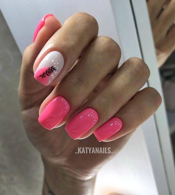 Krótkie różowe paznokcie