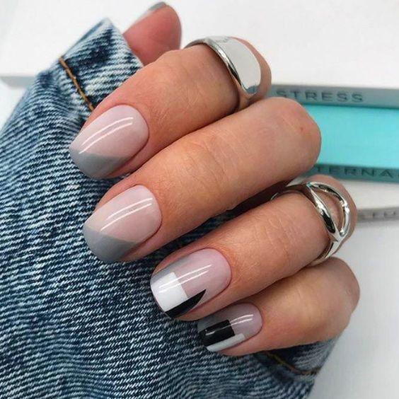 Krótkie szare paznokcie
