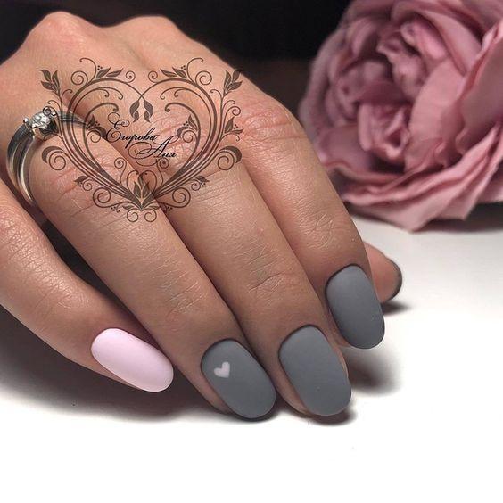 Matowe szaro różowe paznokcie