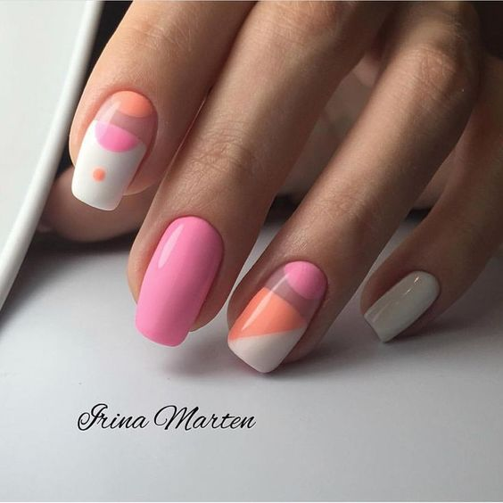 Różowe paznokcie z wzorkami