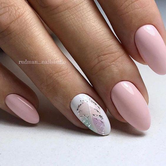 Różowo białe paznokcie