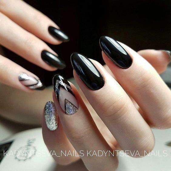 Srebrne paznokcie z wzorkami