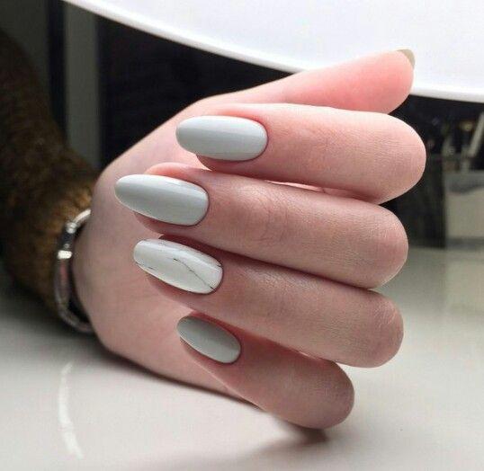 Szare paznokcie z efektem marmurka