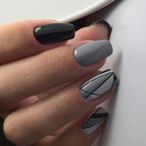 Szare paznokcie z geometrycznymi wzorami