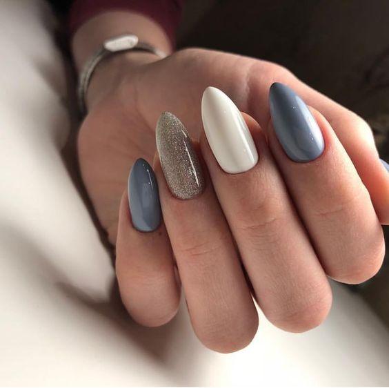 Szaro białe paznokcie
