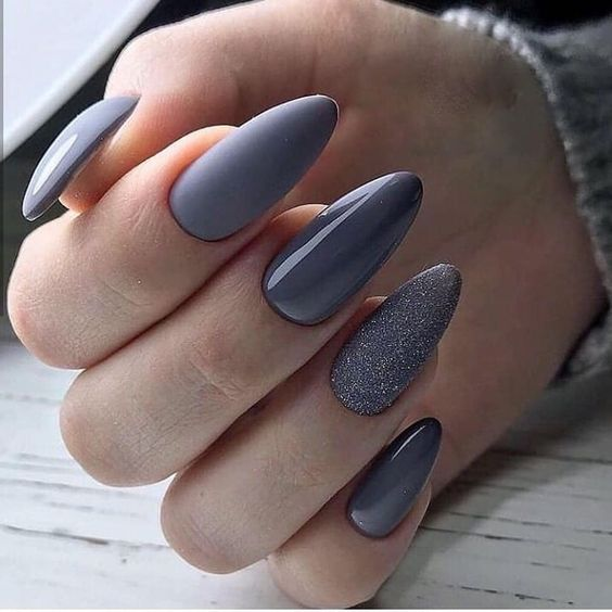Szaro brokatowe paznokcie