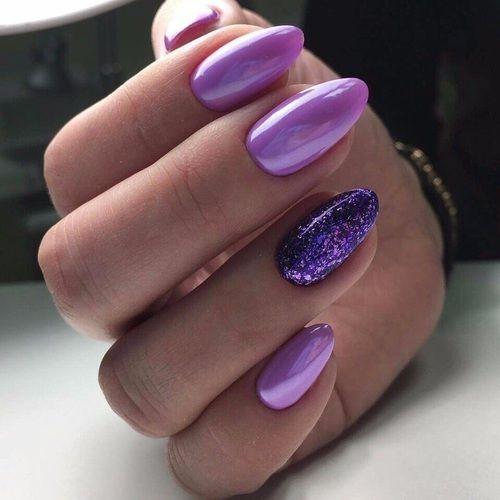 Wrzosowe paznokcie z fioletowym brokatem