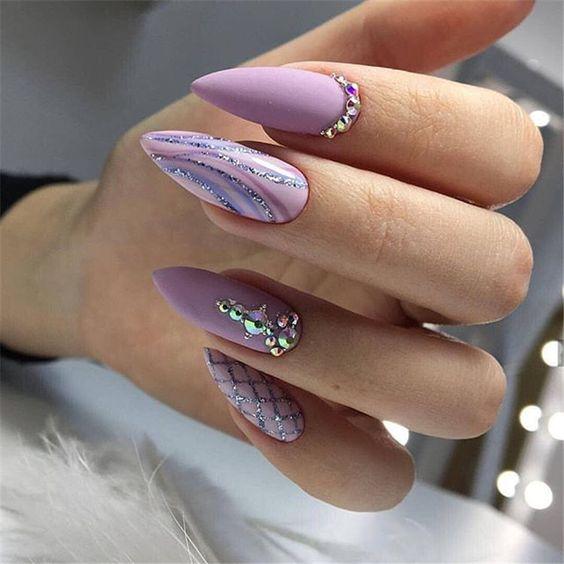 Wrzosowe paznokcie z wzorkami