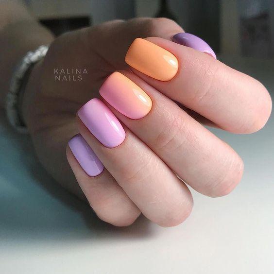 Manicure z kolorowym ombre