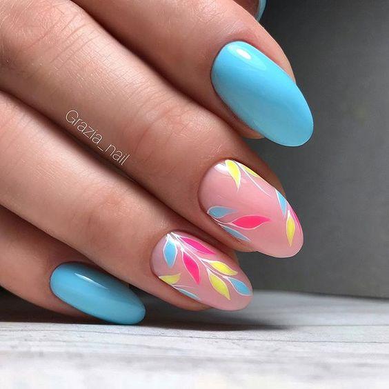 Niebieski manicure na wiosnę
