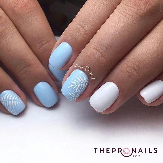 Niebieski manicure z wzorkami na wiosnę