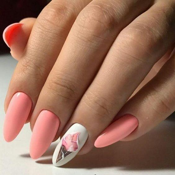 Pastelowy manicure z wzorkiem
