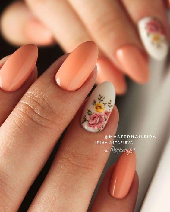 Brzoskwiniowe paznokcie na wiosnę