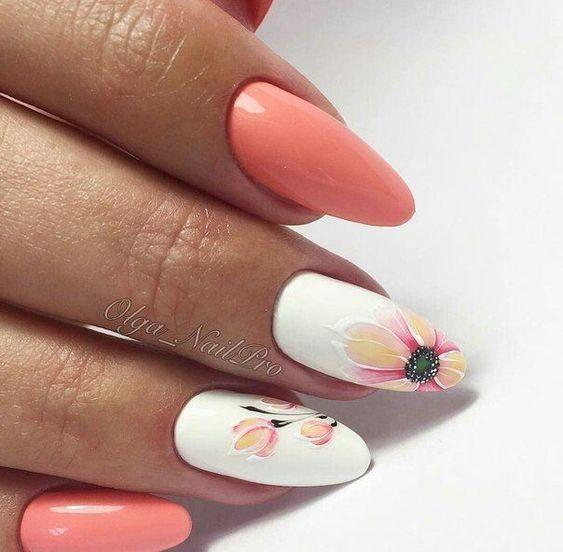 Brzoskwiniowe paznokcie z wzorami