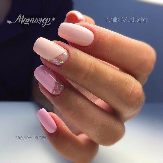 Brzoskwiniowo różowe paznokcie