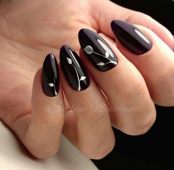 Czarne paznokcie z białymi wzorkami