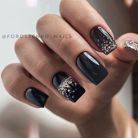 Czarne paznokcie z brokatem