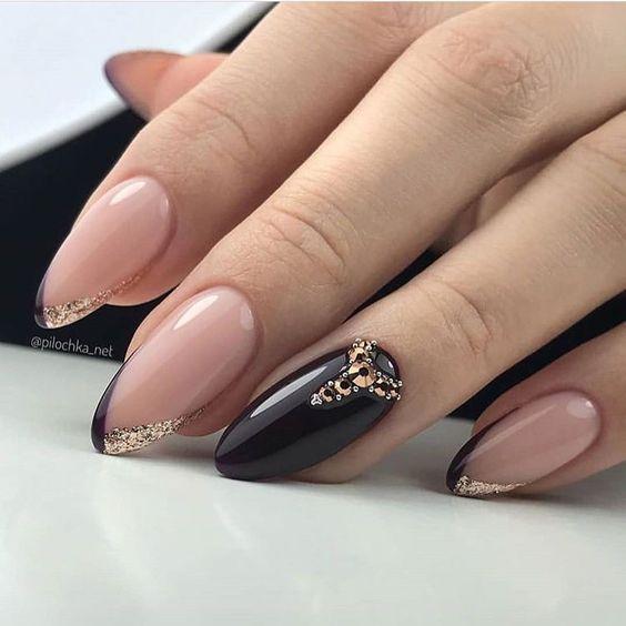 Czarne paznokcie z frenchem
