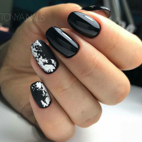 Czarno srebrne paznokcie