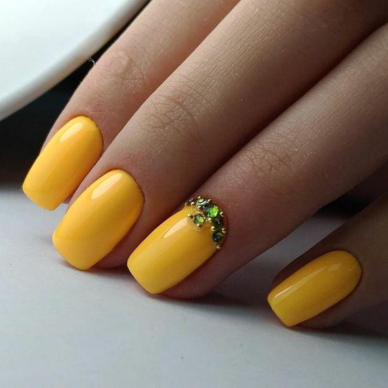 Żółte paznokcie z cyrkoniami