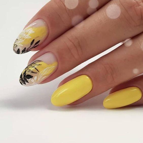 Żółte paznokcie z liśćmi