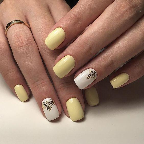 Żółto białe paznokcie