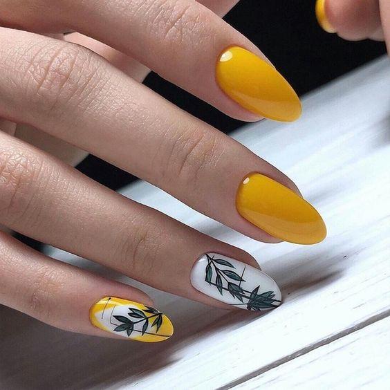 Żółty manicure z wzorkami
