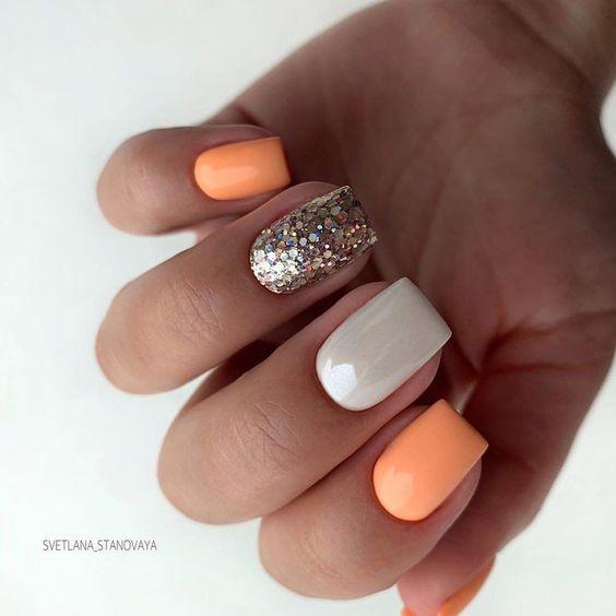 Brokatowe pomarańczowe paznokcie