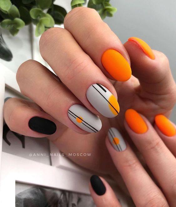 Szaro pomarańczowe paznokcie