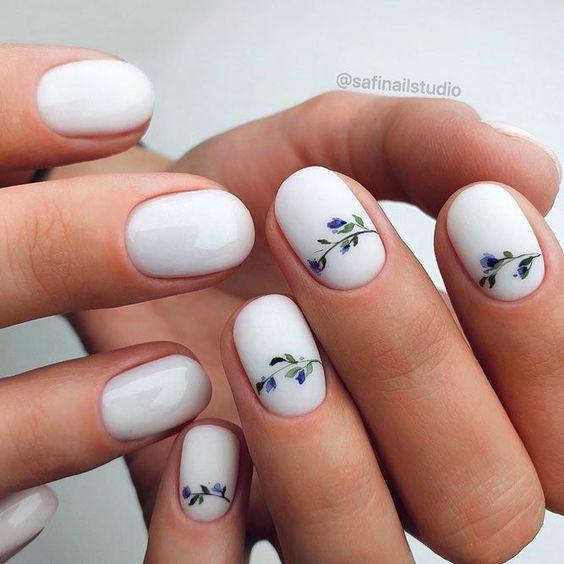 Delikatne matowe paznokcie