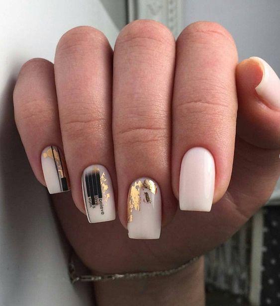 Delikatne paznokcie z folią transferową