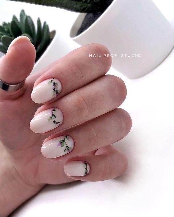 Delikatne paznokcie z kwiatkami