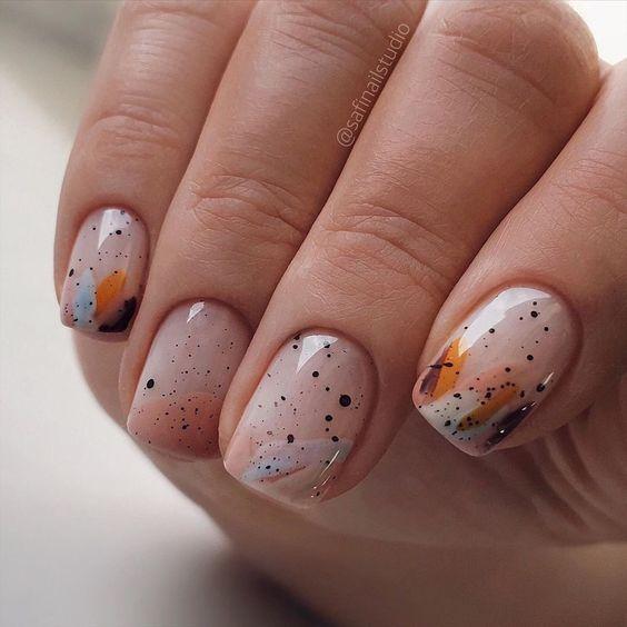 Naturalne paznokcie z wzorkami