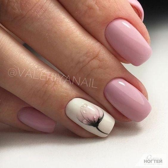 Delikatne kwadratowe paznokcie z wzorkiem
