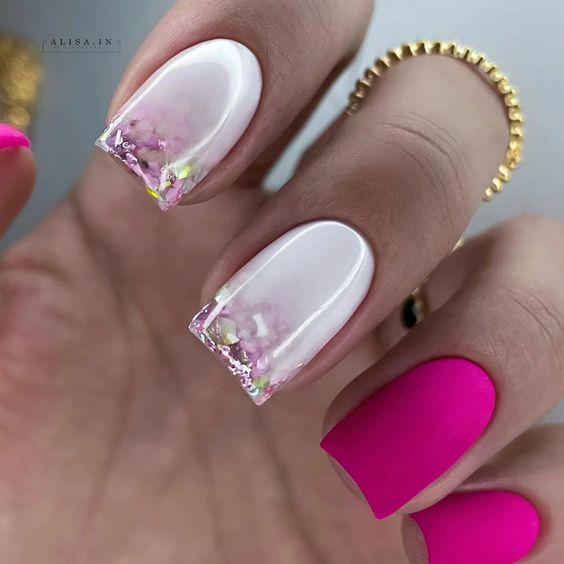 Matowe kwadratowe paznokcie