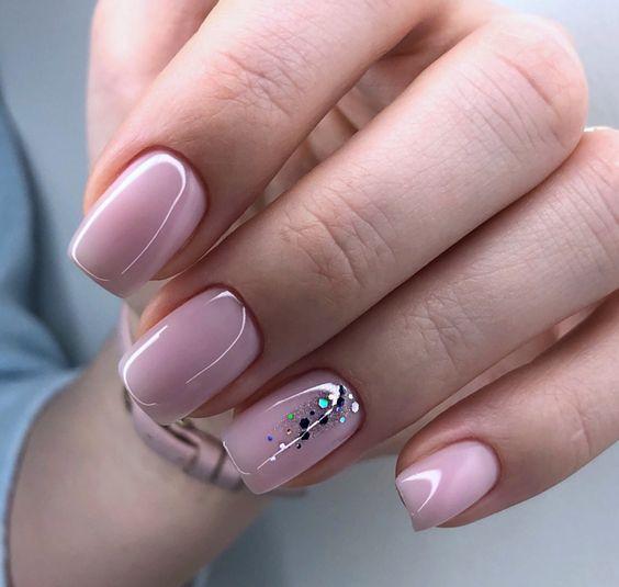 Naturalne kwadratowe paznokcie