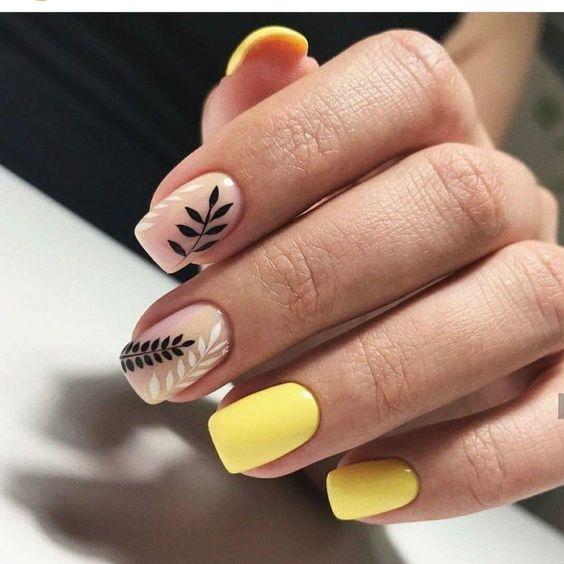 Żółte kwadratowe paznokcie